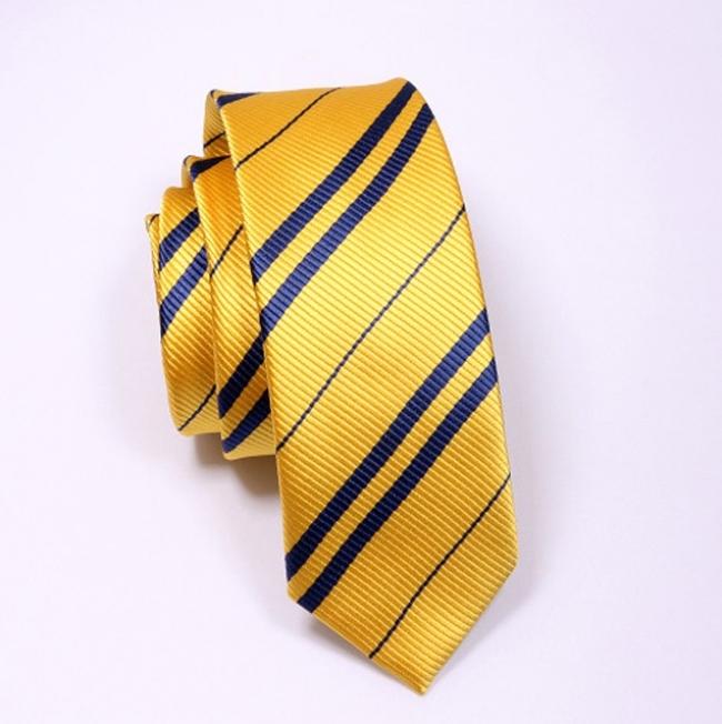 Жълта вратовръзка със синьо