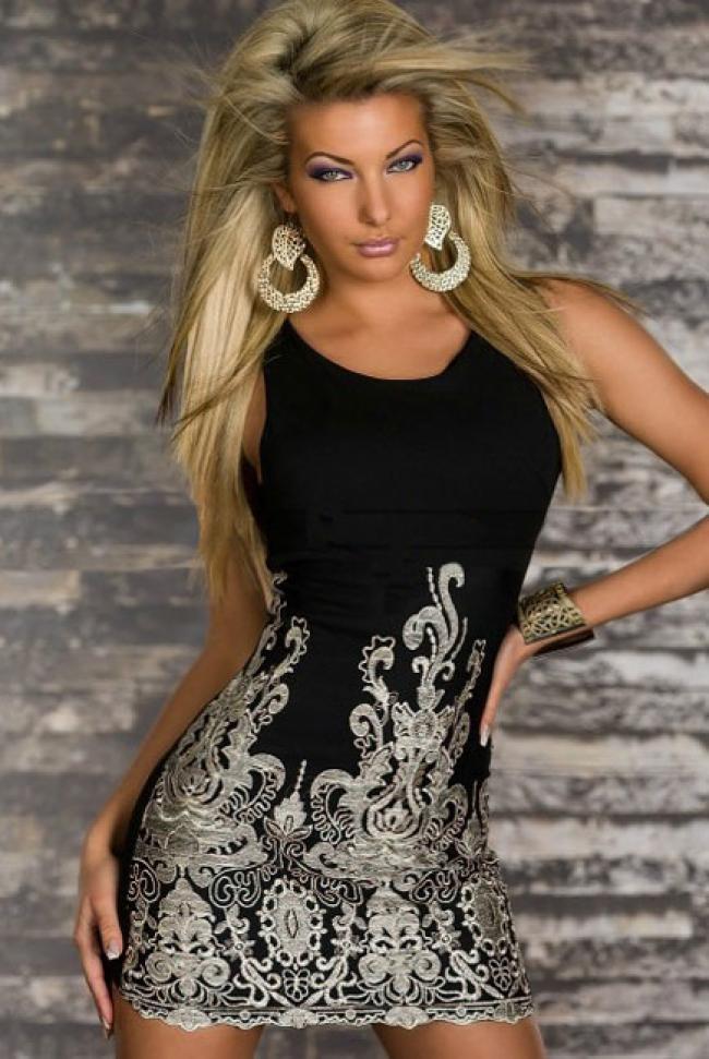 Лятна рокля със златисти орнаменти