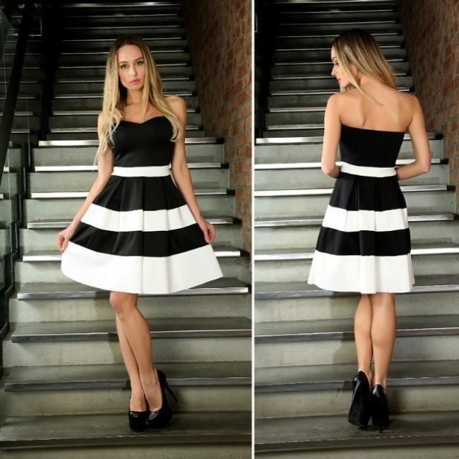 Издължена черно бяла рокля