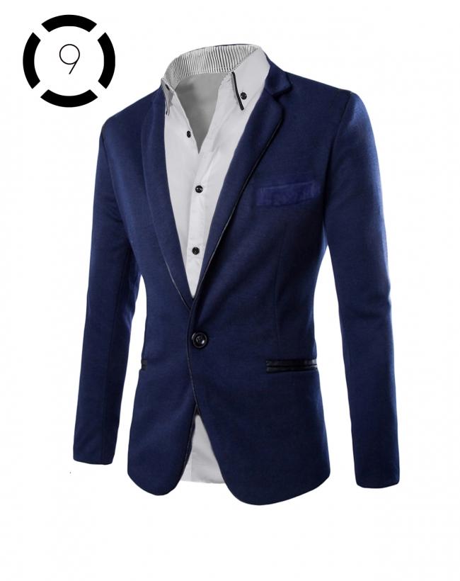 Комплект синьо сако и изчистена бяла риза с черни ревери