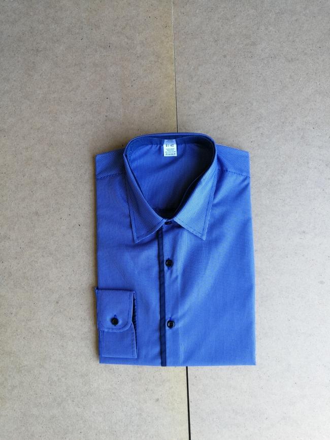 Мъжка риза с дълъг ръкав синя с тъмно сини ревери