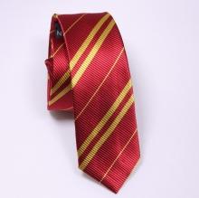 Червена вратовръзка с жълто