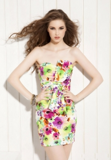 Елегантна рокля с флорални мотиви