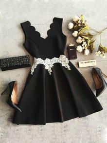 Ежедневна рокля черна с бяла дантела