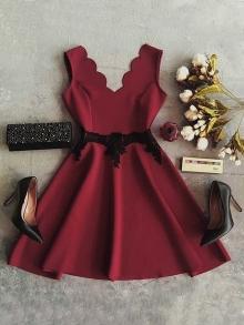 Дамска рокля бордо с черна дантела 2017г