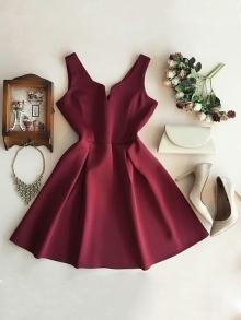 Къса рокля бордо ''Ния''