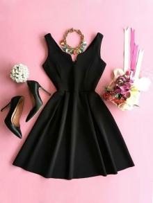 Къса черна рокля ''Ния''