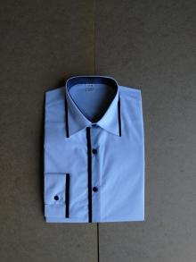 Мъжка риза с дълъг ръкав светло синя с черни ревери