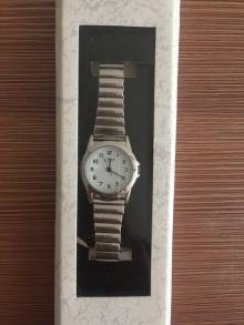 Кварцов часовник Limit с бял циферблат, аналогов дисплей и сребърна гривна от неръждаема стомана